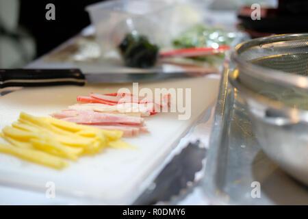 Coupe chef oeuf pour faire des nouilles somen froides réfrigérées de la nourriture japonaise. Banque D'Images