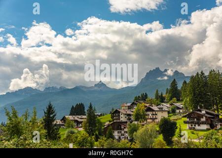 Station de ski à Cortina D Ampezzo Dolomites Tyrol du Sud, Italie Europe Banque D'Images