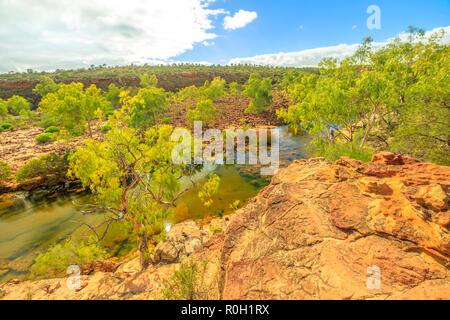 Vue panoramique sur Ross Graham lookout sur Murchison River dans le Parc National de Kalbarri, dans l'ouest de l'Australie. Le parc est célèbre pour les rochers de grès rouge, les gorges et les formations sculptées par la rivière. Banque D'Images