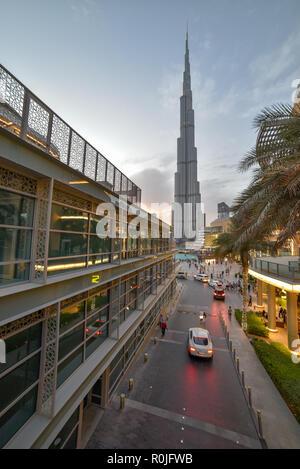 Dubaï, Émirats Arabes Unis - Novembre 03, 2018, Burj khlifa vue depuis le centre commercial de Dubaï se trouve dans le centre-ville de Dubaï, à côté de la Burj Khalifa, plus grand centre commercial