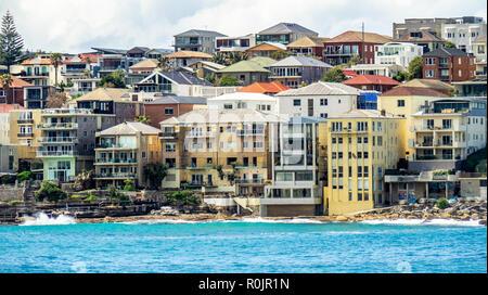 Les habitations résidentielles de haute densité sur la rive de North Bondi Sydney NSW Australie. Banque D'Images