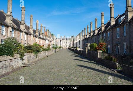 Sur Maisons du vicaire près de Wells, Somerset, l'on croit être la seule rue médiévale complète à gauche en Angleterre