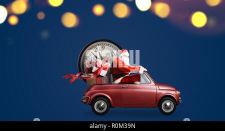 Compte à rebours de Noël qui arrivent. Père Noël sur la voiture de l'année de nouveaux cadeaux et de réveil à fond bleu Banque D'Images