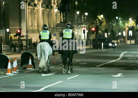 Londres, Royaume-Uni. 5Th Nov, 2018. Whitehall, Westminster fermé au public suite à la découverte d'un colis suspect. Penelope Barritt/Alamy Live News Banque D'Images