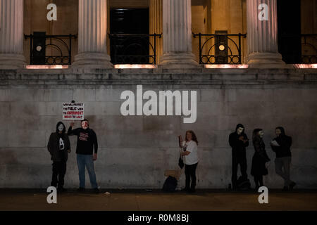 Londres, Royaume-Uni. 5 Nov 2018. Millions Mars masque rally dans le centre de Londres le 5 novembre 2018 avec Anonymus partisans portant le célèbre masque de Guy Fawkes. Credit: Giovanni Strondl/Alamy Live News Banque D'Images