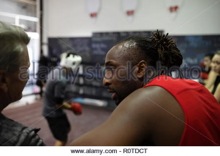Male boxer in gym Banque D'Images