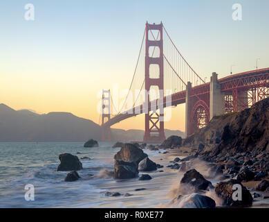 Le Golden Gate Bridge est un popuar destination touristique à San Francisco en Californie. Banque D'Images
