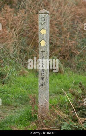 Signpost, South West Coast Path, Trebarwith près de Tintagel, Cornwall, Angleterre, Grande-Bretagne Banque D'Images