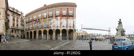 La Plaza del Solar, avec son hôtel de ville néoclassique de 1800 et l'antenne à Portugalete, pont Vizcaya Ville, Pays Basque, Espagne Banque D'Images