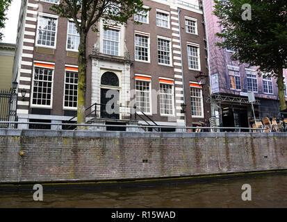 Visite des bateaux à travers les canaux dans la région d'Amsterdam Grachtengordel-West, Hollande, Pays-Bas