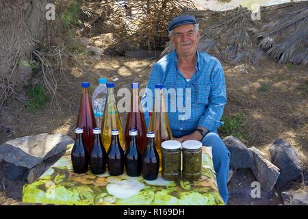 Vend Local produits régionaux dans Vilchada, Santorini, Cyclades, Mer Égée, Grèce Banque D'Images
