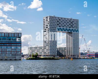 Immeuble moderne en Pontsteiger Houthaven en rive sud du fleuve IJ, Amsterdam, Pays-Bas Banque D'Images
