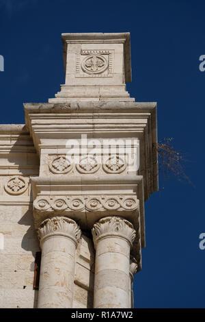 Détail extérieur de Saint Louis l'hôpital français inauguré en 1896 qui se spécialisent dans les soins palliatifs situé à la frontière entre l'Ouest et l'est Jérusalem, face à la vieille ville. Israël Banque D'Images