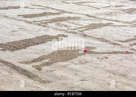 Weymouth, Dorset, UK. 11Th Nov 2018. Les collectivités de tout le Royaume-Uni se rassemblent sur les plages à 100 ans depuis l'armistice et la fin de la Première Guerre mondiale; pour vous dire merci et au revoir aux millions d'hommes et de femmes qui ont quitté leurs côtes pendant la guerre, beaucoup pour ne jamais revenir. Danny Boyle's Pages uniques de la mer Crédit: Carolyn Jenkins/Alamy Live News Banque D'Images