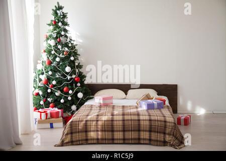 Chambre de Noël arbre de Noël de l'intérieur et cadeaux nouvelle année Banque D'Images