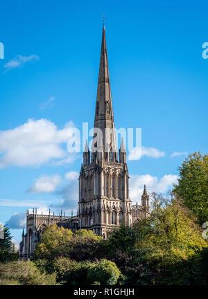 La montée en flèche de St Mary Redcliffe à Bristol UK une église médiévale visible à des kilomètres à la ronde