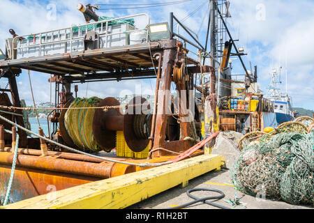 Les bateaux de pêche commerciale et des filets d'engrenage amarré au quai Wellington. Banque D'Images