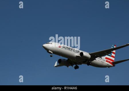 American Airlines Boeing 737-823 N962NN dans pcomming pour un atterrissage à l'aéroport de Dulles, Dulles, VA.