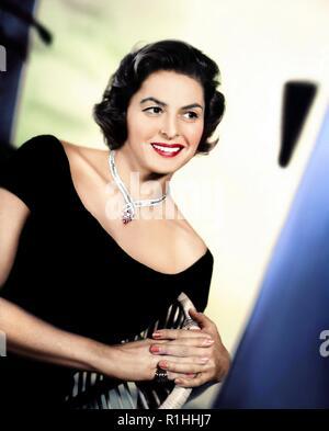 Ingrid Bergman (29 août 1915 - 29 août 1982) était une actrice suédoise qui a joué dans une variété de films européens et américains. Elle a remporté trois Oscars, deux Primetime Emmy Awards, quatre Golden Globes, un BAFTA AWARD, et d'un Tony Award. Elle est surtout connu pour ses rôles comme Ilsa Lund à Casablanca (1942), et qu'Alicia Huberman dans Notorious (1946).[: Crédit Photo Hollywood Archive / MediaPunch