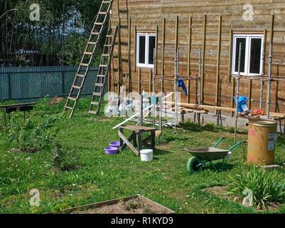 Décoration extérieure de maison en bois en été, Russie Banque D'Images