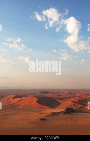 Vue aérienne de la Namibie des dunes de Sossusvlei, vu de dessus, Désert du Namib, le Namib Naukluft National Park, Afrique Namibie