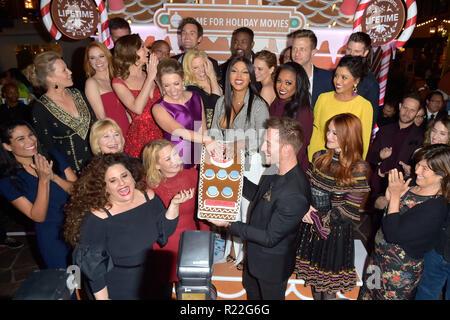 Los Angeles, USA. 14Th Nov, 2018. Les actrices de la vie les films de Noël à la cérémonie d'ouverture de la taille de la vie d'épices maison du Grove. Los Angeles, 14.11.2018 | Conditions de crédit dans le monde entier: dpa/Alamy Live News Banque D'Images