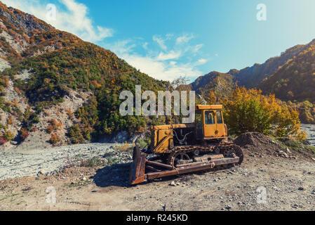 Old rusty bulldozer abandonné Banque D'Images