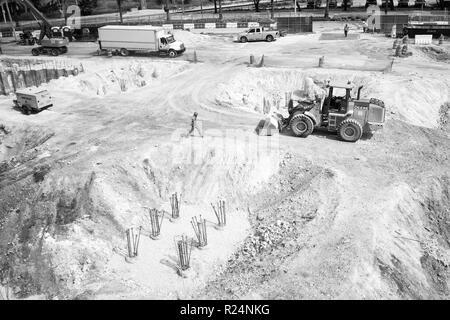 Miami, USA - 30 octobre 2015: les travailleurs et les machines de construction de puits. Site bâtiment travaille sur terrasse. L'activité de construction et du bâtiment. Concept de développement et d'ingénierie. Banque D'Images