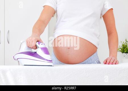 Photo de gros plan femme enceinte planche Banque D'Images