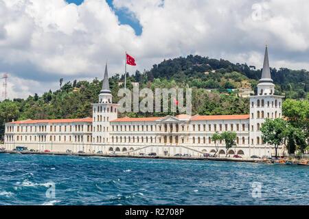 Istanbul, Turquie, le 9 juin 2013: Palais Kuleli lycée militaire sur le Bosphore. Banque D'Images