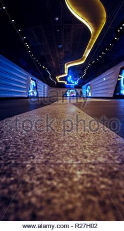 La station de métro moderne tunnel. A proximité du sol. Banque D'Images