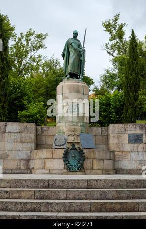 Guimaraes, Portugal - 31 mai 2018: statue du premier roi du Portugal d'Afonso Henriques. Guimaraes, Portugal Banque D'Images
