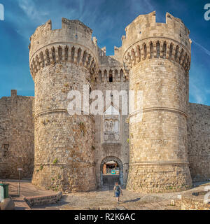 La Marina gate est l'une des portes de la ville sur le mur de la vieille ville de Rhodes en Grèce. Banque D'Images