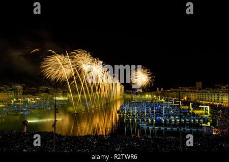 Marseille (sud-est de la France), 2014/07/14: feu d'artifice sur le Vieux Port. Banque D'Images