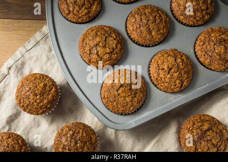 Maison Gingerbread Muffins sucré prêt à manger Banque D'Images