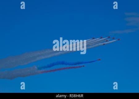 Les flèches rouges, officiellement connu sous le nom de l'équipe de voltige aérienne de la Royal Air Force, est l'équipe de démonstration de voltige aérienne de la Royal Air Force basé à RAF Scampton. Banque D'Images