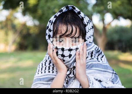Keffieh palestinien avec petite fille Banque D'Images