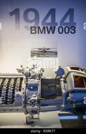 Germany, Bavaria, Munich. Musée BMW, BMW 003 moteur à réaction rapide utilisé dans l'Arado AR 234 bomber jet dans WW2 (usage éditorial uniquement) Banque D'Images