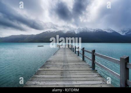 Nouvelle Zélande, île du Sud, Glenorchy, Lac Wakatipu avec jetée vide