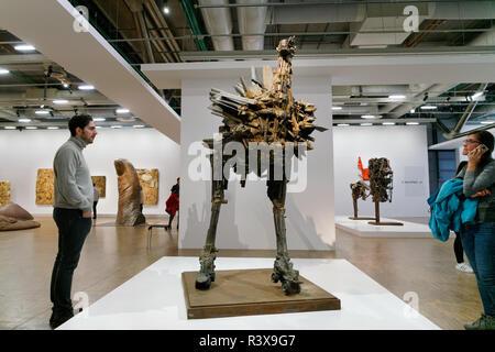 Une exposition de l'œuvre du sculpteur français César (né César Baldacinni) au Centre national d'art et de Culture Georges-Pompidou à Paris. Banque D'Images