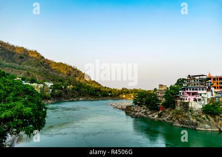 Gange- une vue de l'Lakshman Jhula suspension bridge Banque D'Images