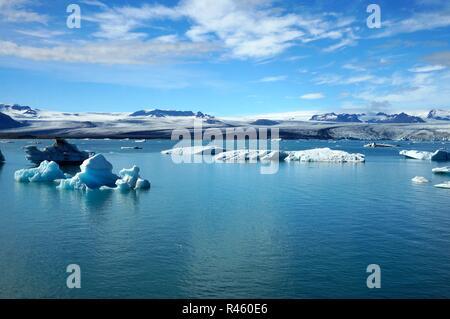 Les icebergs flottant sur une lagune. Glacier jökulsárlón Lagoon, Iceland Banque D'Images