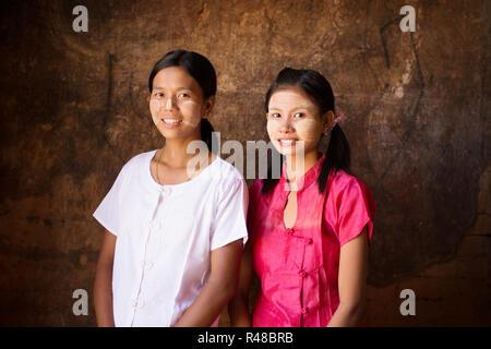 Deux jeunes filles Myanmar portrait Banque D'Images