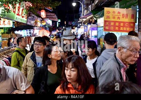 Taipei. 24 Nov, 2018. TAIPEI, TAIWAN, 24 Novembre - 2018: un marché de nuit à Taipei, la capitale de Taiwan (République de Chine). Yuri/Smityuk Crédit: TASS ITAR-TASS News Agency/Alamy Live News Banque D'Images