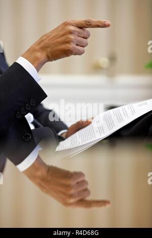 Le président Barack Obama lors d'un discours de gestes réunion de préparation dans le bureau ovale, le 12 avril 2010. (Photo Officiel de la Maison Blanche par Pete Souza) Banque D'Images