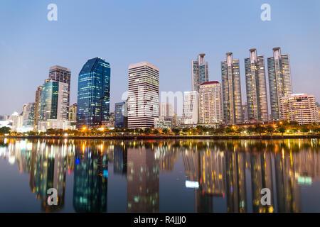 Bangkok city at night Banque D'Images