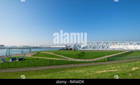 Le Maeslantkering, une énorme barrière de tempête sur le Nieuwe Waterweg, Pays-Bas Banque D'Images