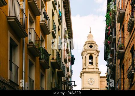 Clocher et appartements à Bilbao, Espagne Banque D'Images