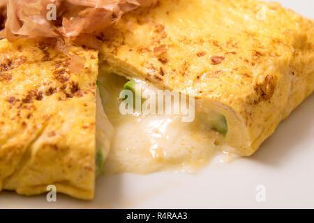 Oeufs fromage blanc gâteau sur bcakground Banque D'Images