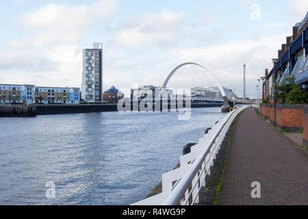 Le Clyde Arc (connu localement comme le Pont aux), Glasgow, Ecosse, Royaume-Uni